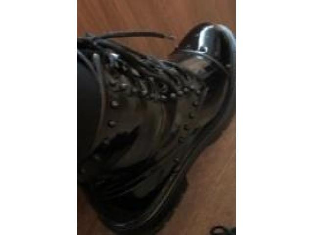 Ботинки с шипами женские